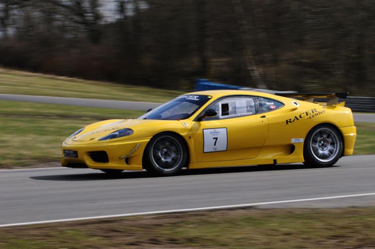 Ferrari-Gul-(30)